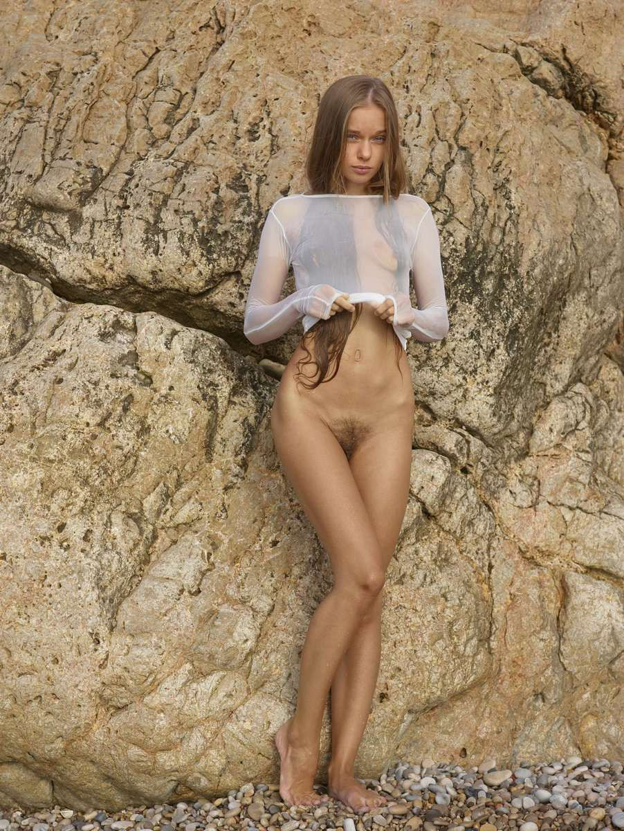 russiasexygirls wp content uploads 2013 12 Young angel in very sexy transparent wet dress on the beach 12
