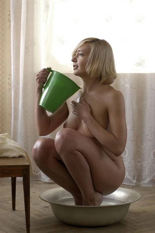 голая девушка затеяла стирку фото частного детектива