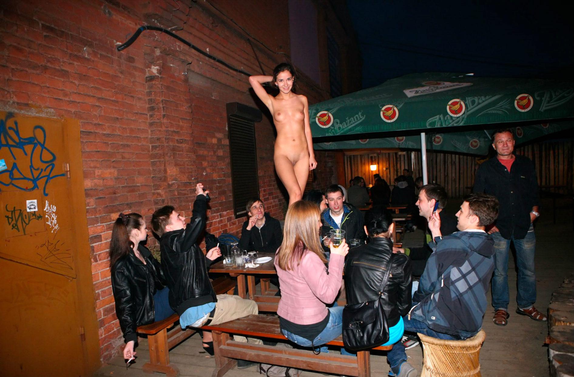 Секс на улице подростки 4 фотография