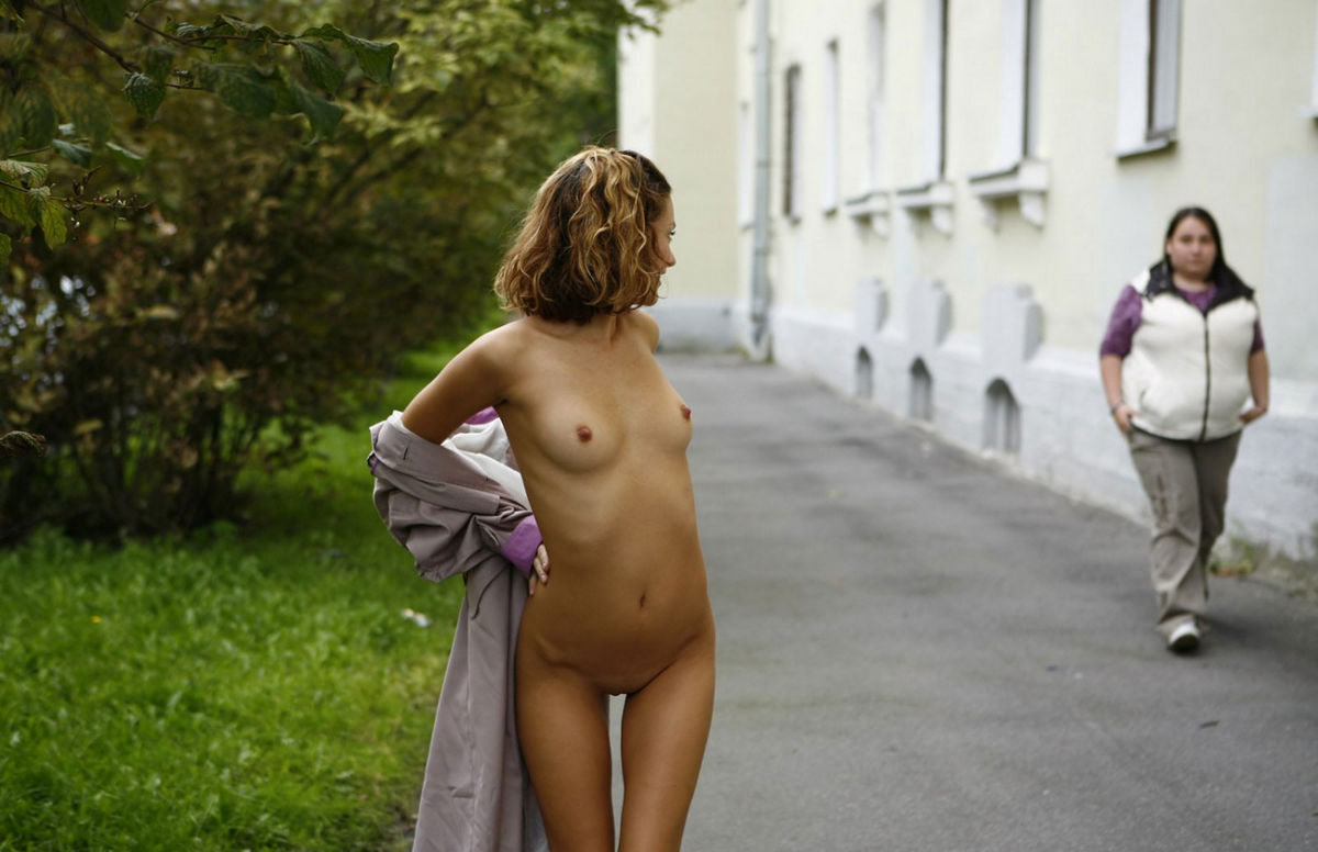 Girl With Thin Body Walks Naked On A Busy Street  Russian -7304