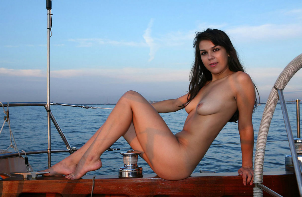 Are Girl naked on boat ride are
