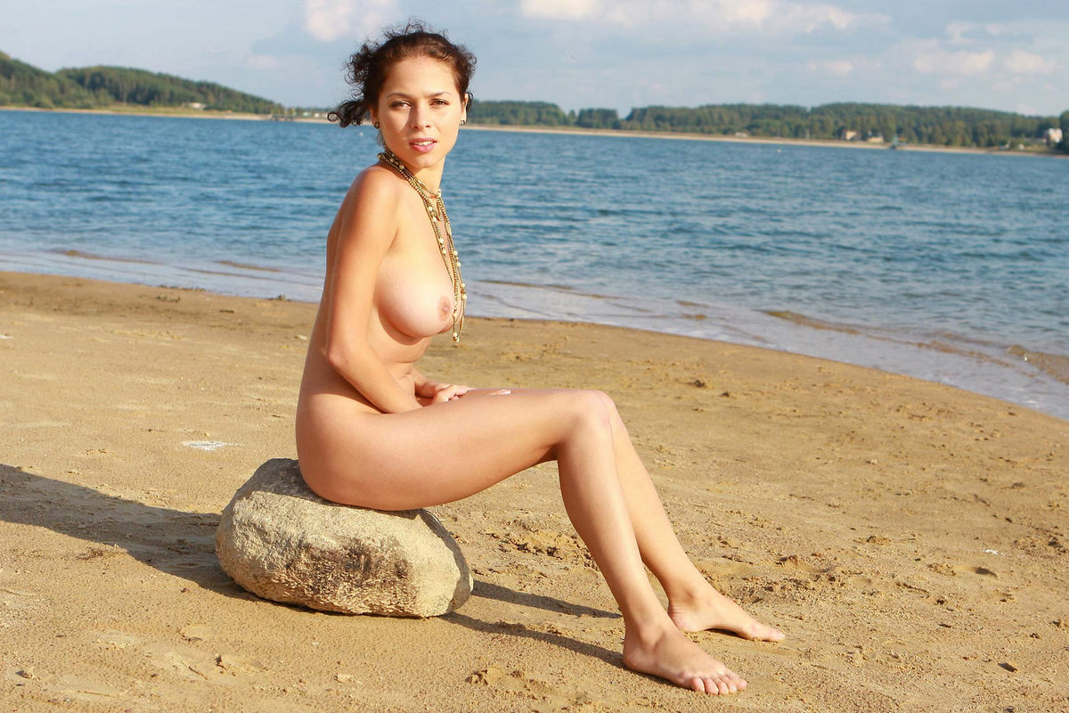 Naked Girl With Great Big Boobs Posing At The Lakes Beach -4656