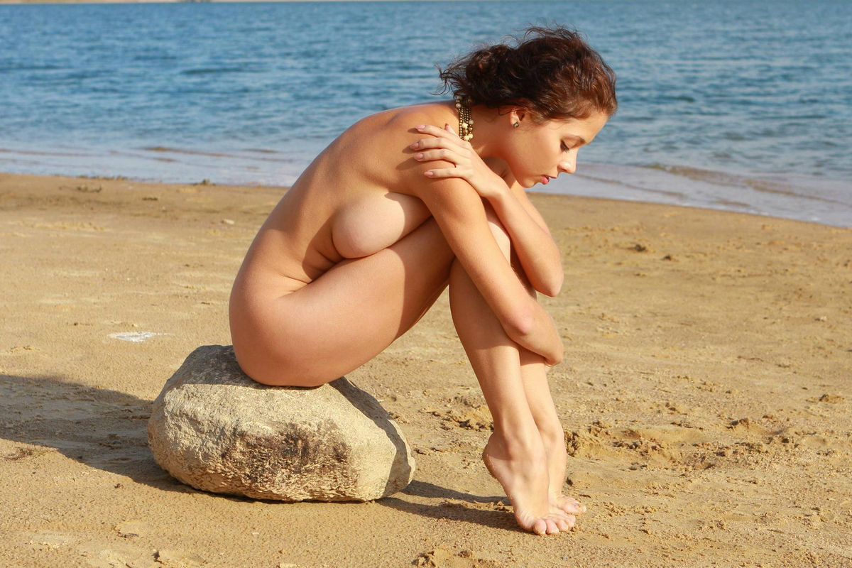Naked Girl With Great Big Boobs Posing At The Lakes Beach -1146