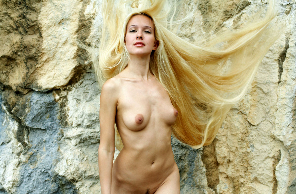Naked Long-Haired Blonde Posing On The Rocks Near Sea -3281
