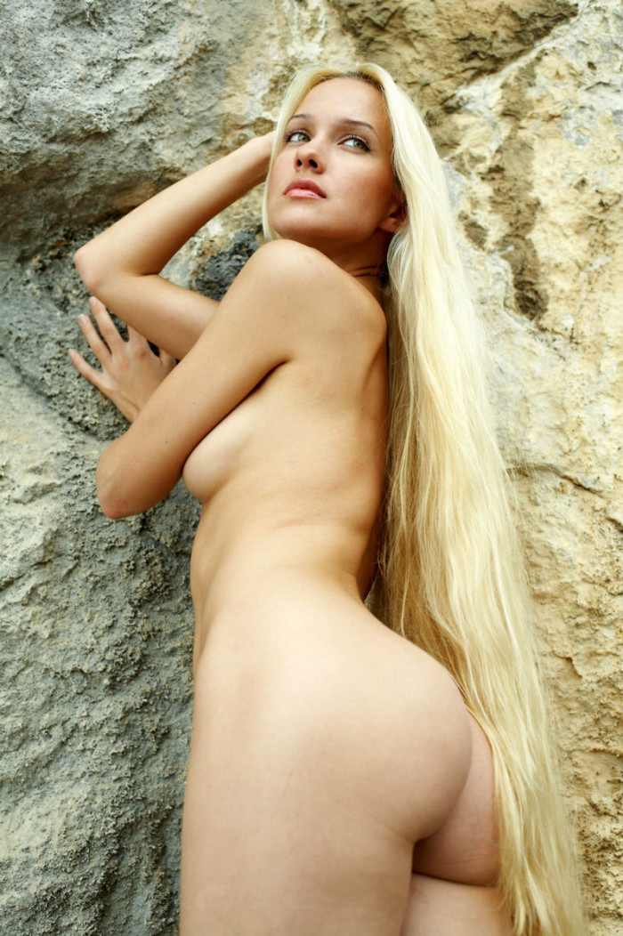 Naked Long-Haired Blonde Posing On The Rocks Near Sea -4508