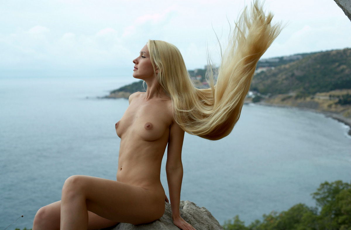 Naked Long-Haired Blonde Posing On The Rocks Near Sea -9589