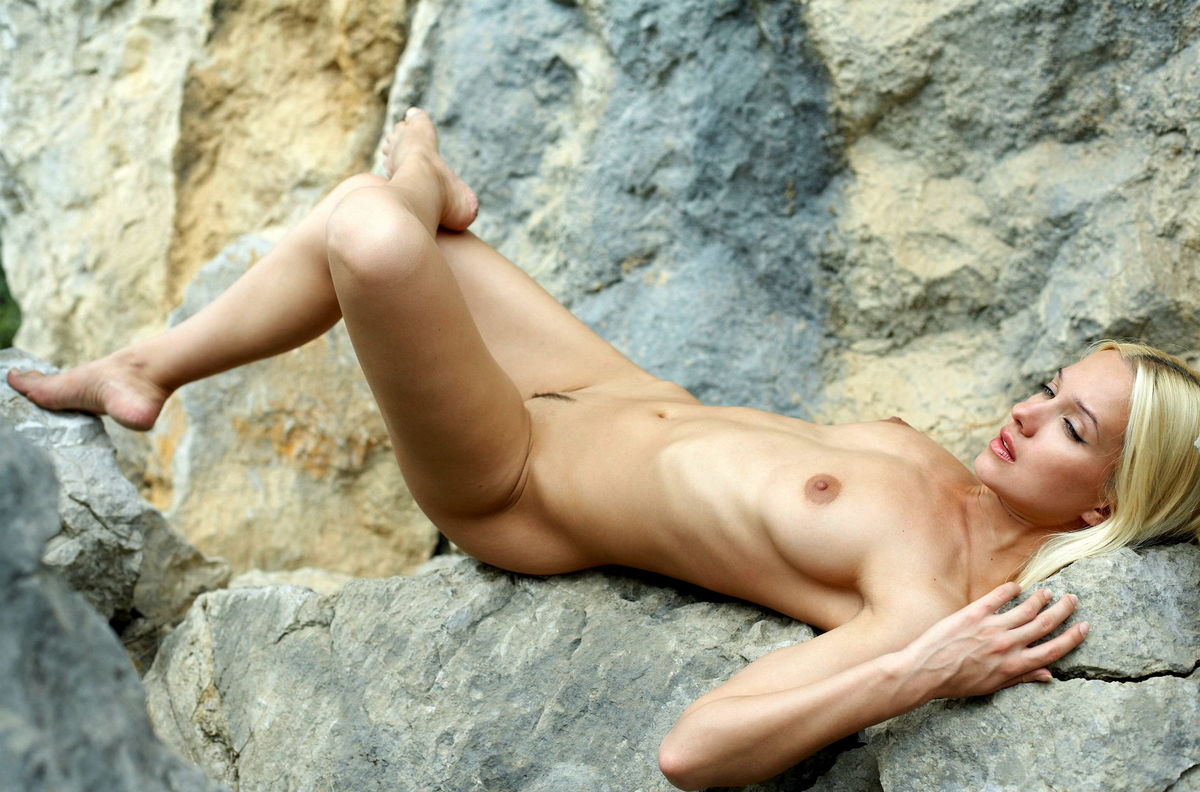 Naked Long-Haired Blonde Posing On The Rocks Near Sea -5948