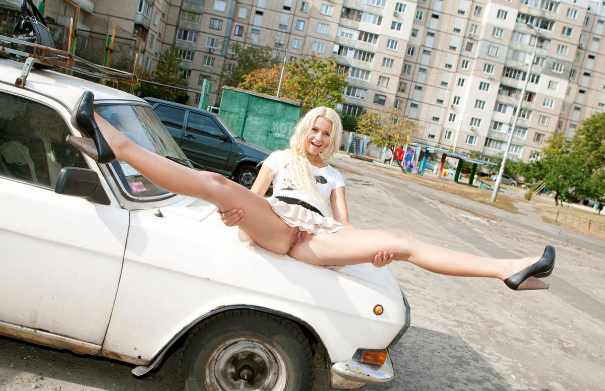 Picture Collection of Pretty Girls on Street