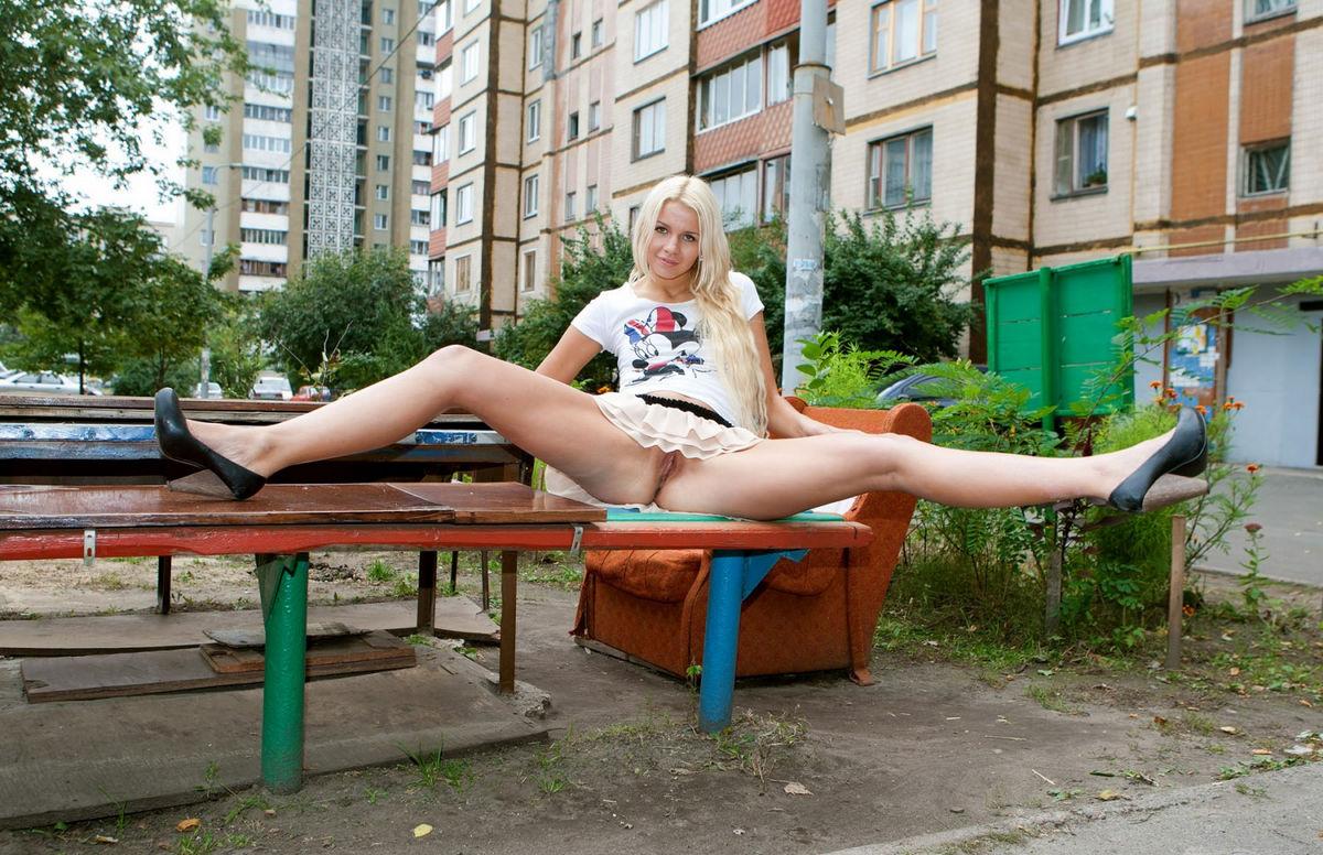 golie-krasivie-devushki-masturbiruyut-video