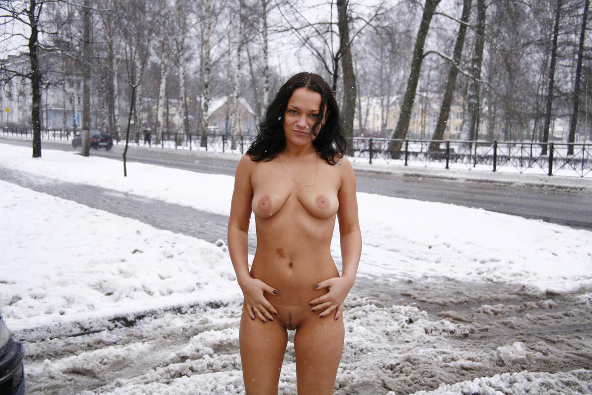 Nice Brunette Walks Naked At Snowy Streets  Russian Sexy -7521