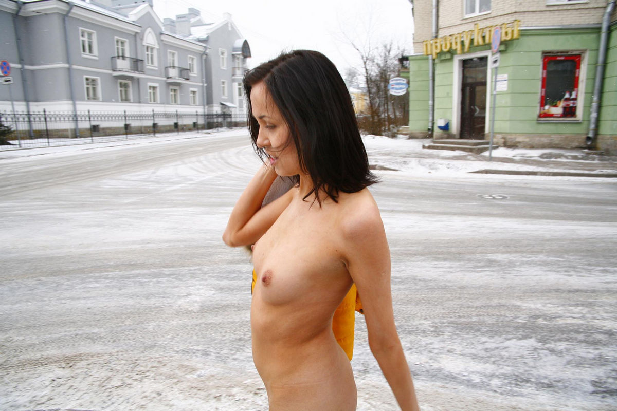 Russian Brunette Exhibitionist Walks Naked At Public -5002