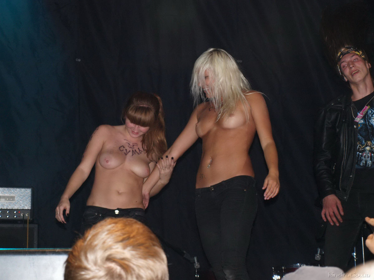 nude at rock concert