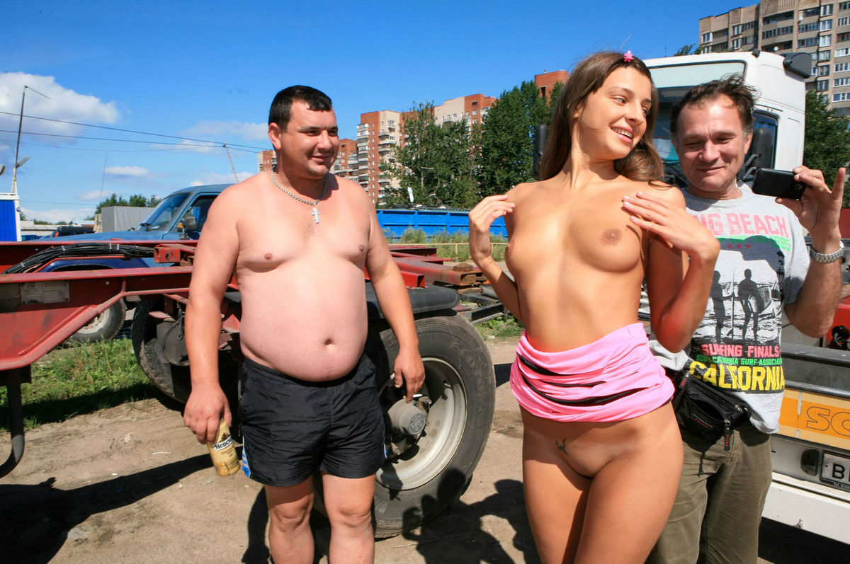 Shameless Teen Posing Naked In Front Of Truckers  Russian -1033