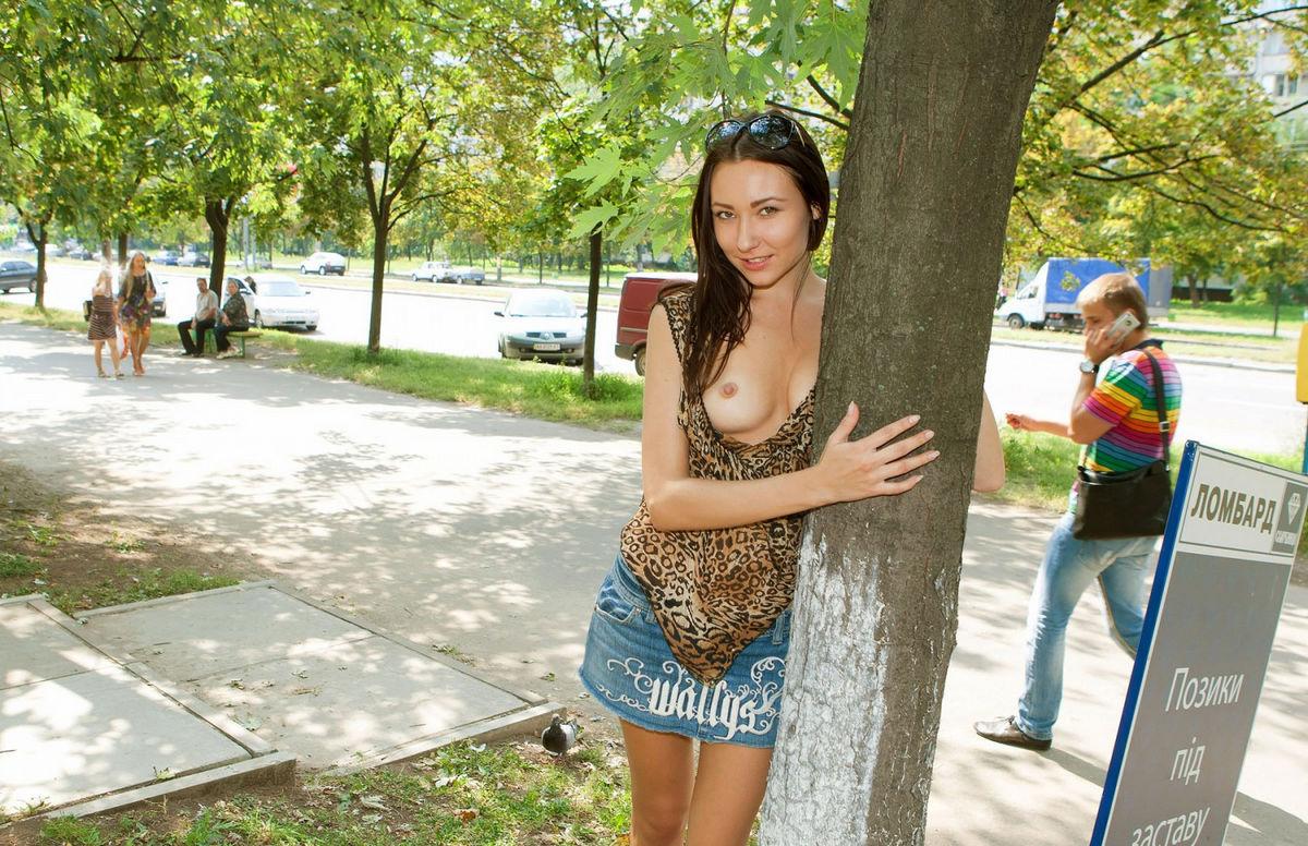 Бесстыжие девки на улице фото