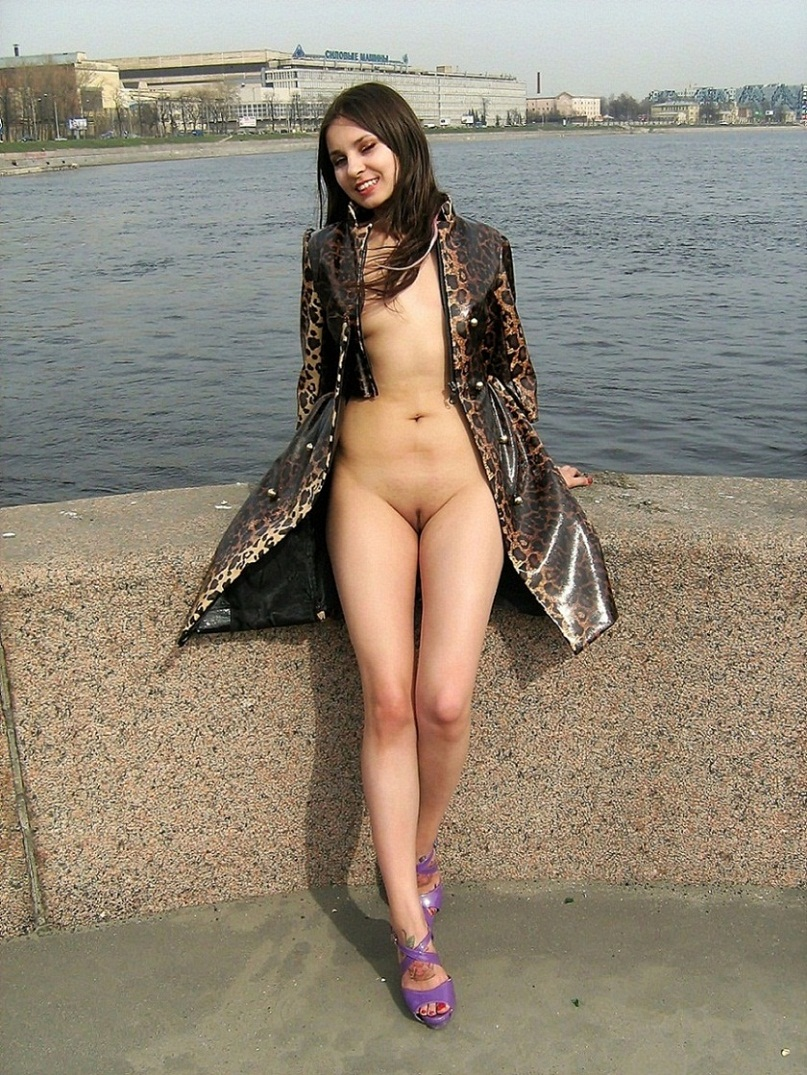 Smiling Girl Flashes Her Naked Body At Different Public -7631
