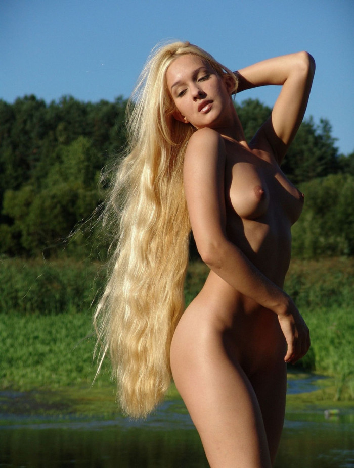 Sporty Blonde With Really Long Hair At The Lake  Russian -8067