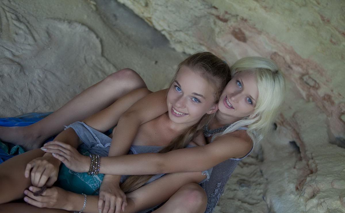 Sexy russian lesbian girls