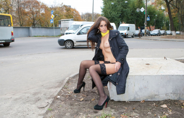 Young chick flashes her naked body on the street