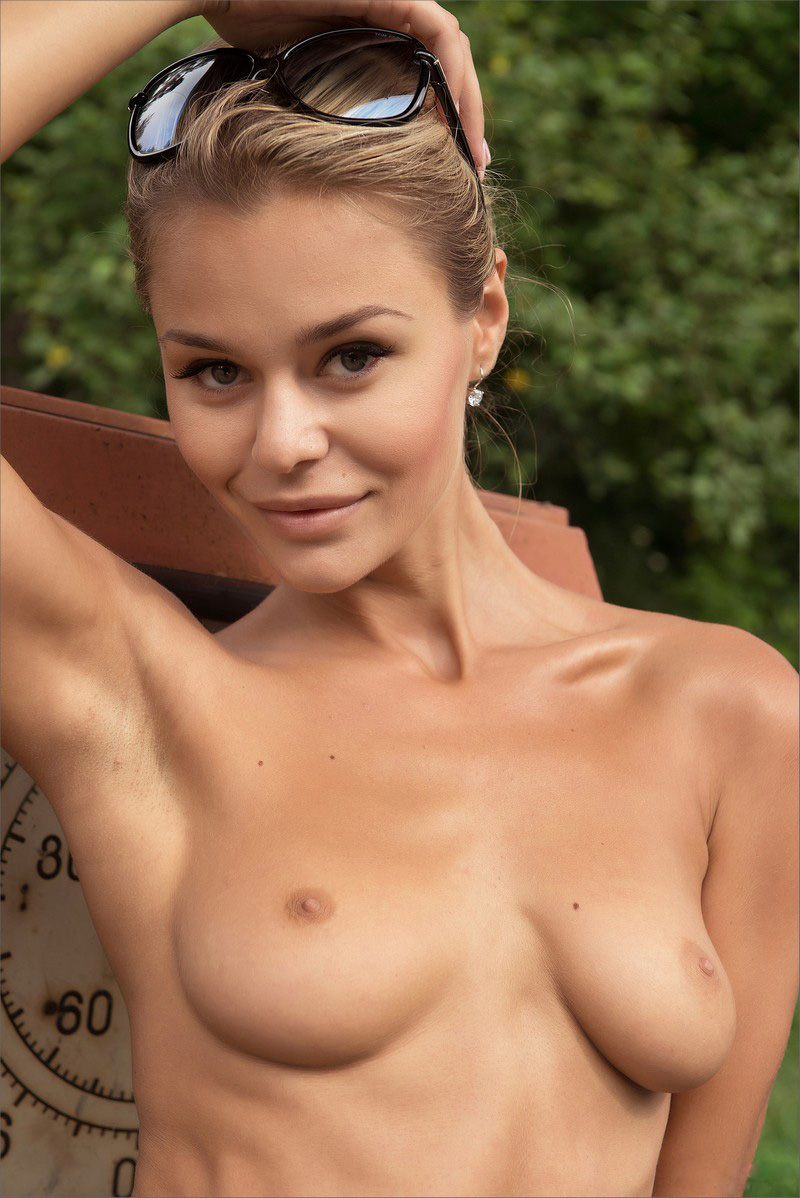 Teasing naked women-3083