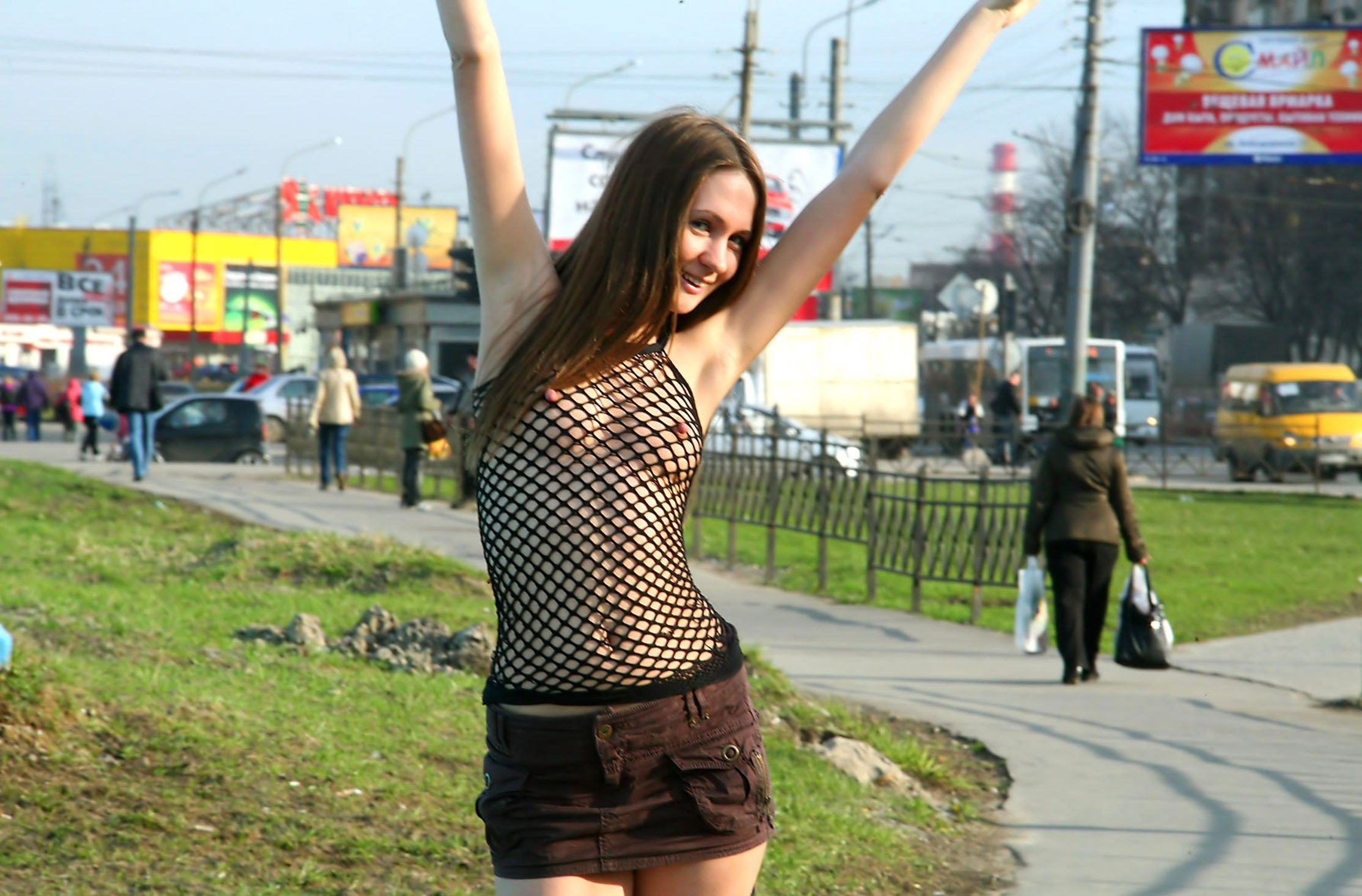 russkie-krasotki-gulyayut-po-polnoy-moe-foto-porno