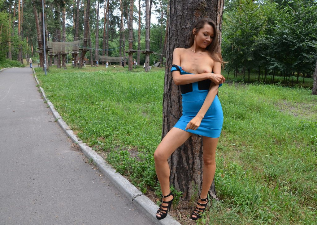 Cute panties caught in the park - Voyeurs HD