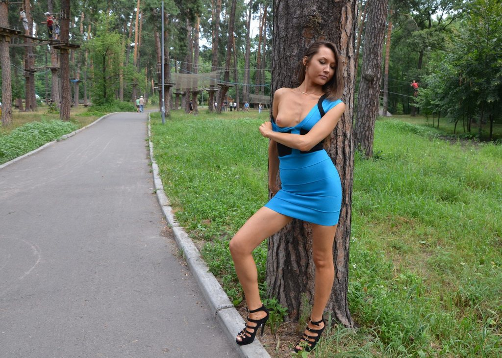 Elegant  Around The City In A Mini Skirt Without Panties  Russian Sexy Girls
