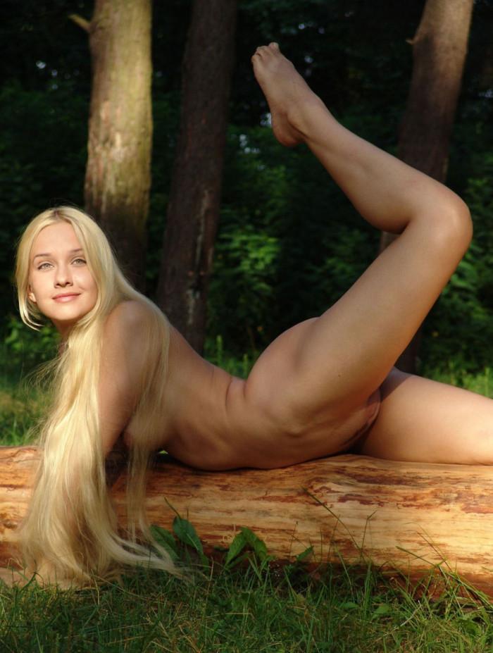 naked long black hair girl