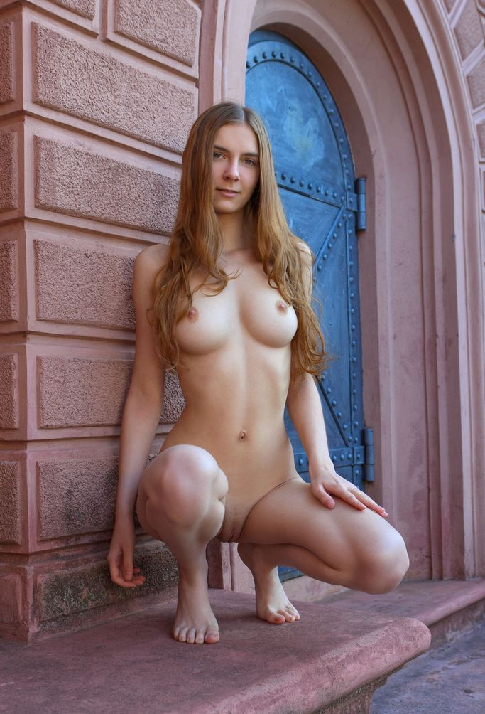 Gorgeous Babe With Perfect Sporty Body And Natural Boobs ...