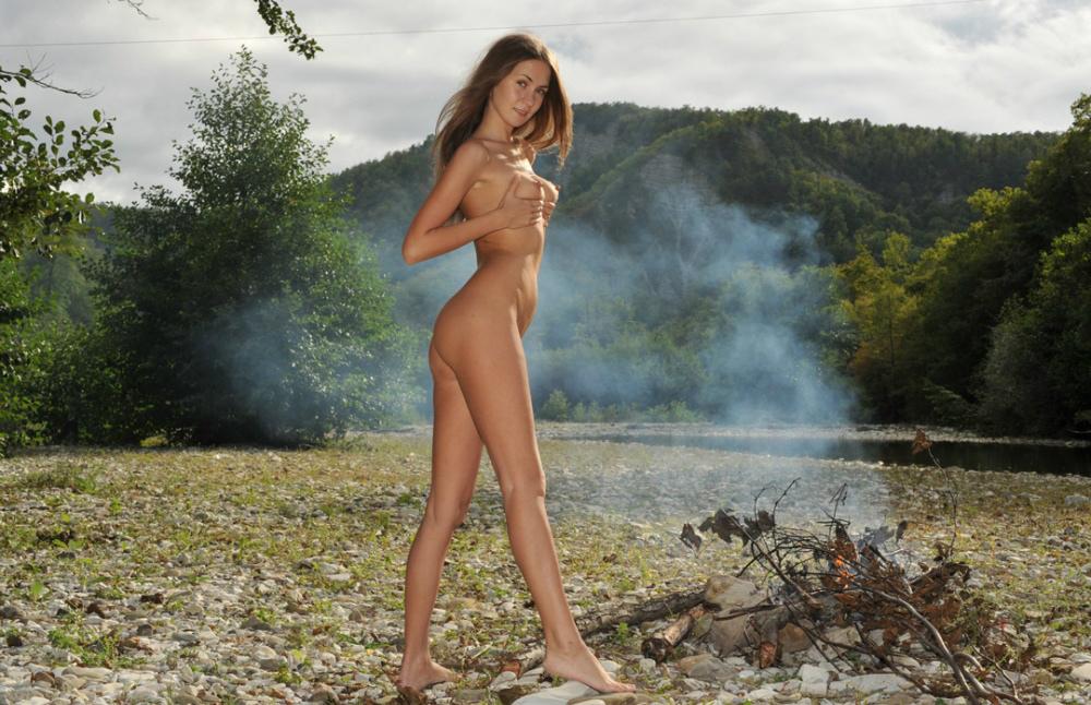 Sexy nude mountain women