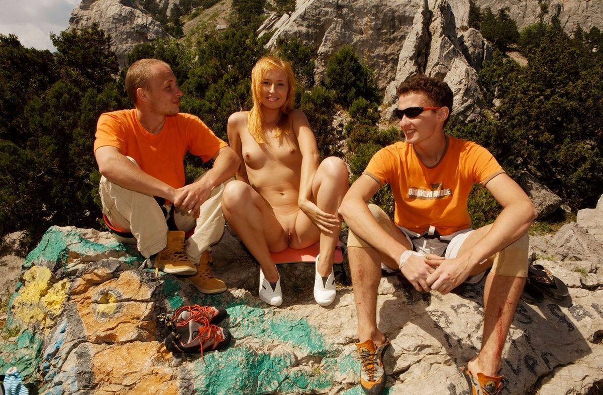 Фото пикник только голые, Нудисты устроили пикник на природе - порно фото 29 фотография