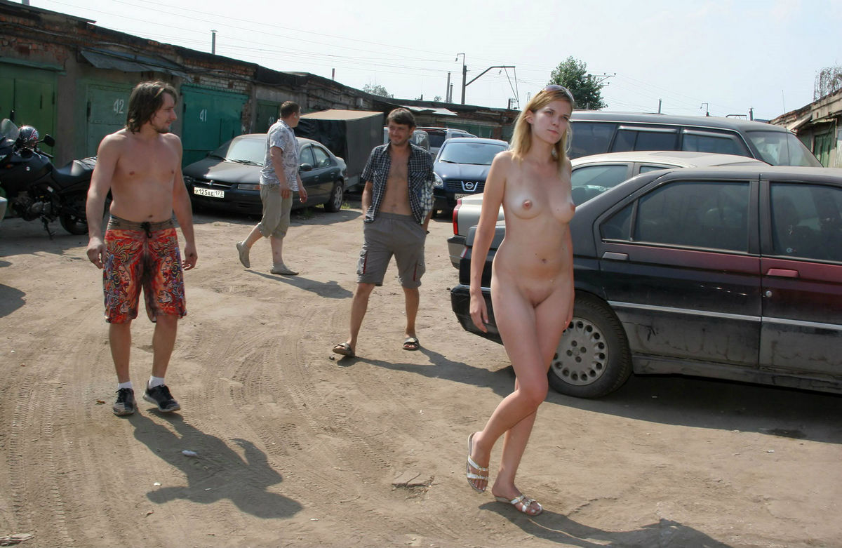 женщина ню в гараже - 9