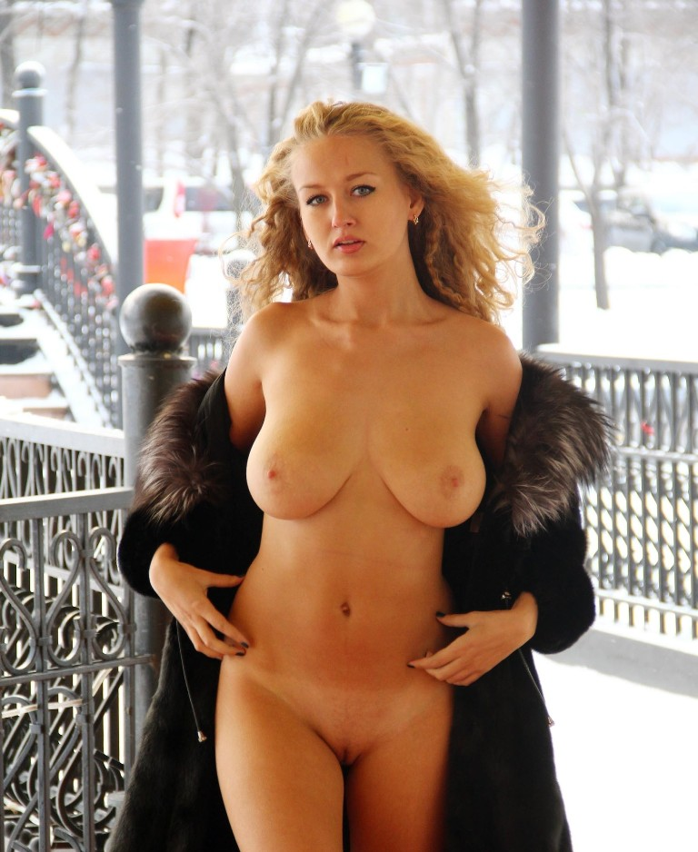 Hot Busty Blonde Walks Naked In Front Of Cafe  Russian -9745