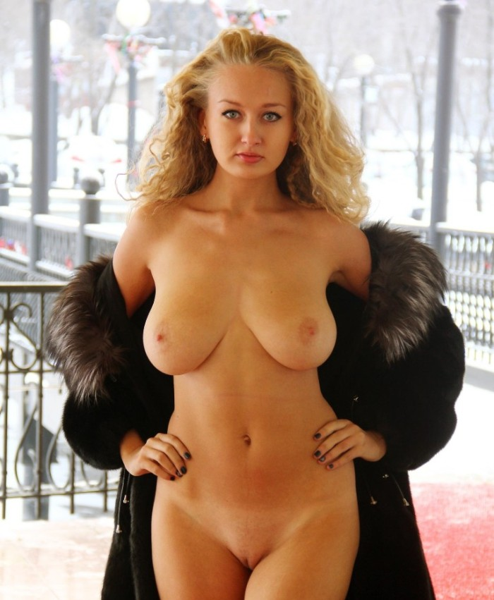 Hot Busty Blonde Walks Naked In Front Of Cafe  Russian -5659