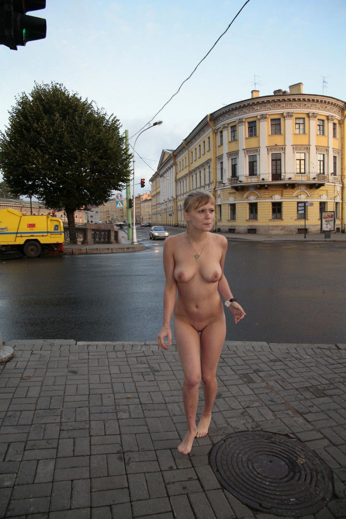 фото голышом по городу