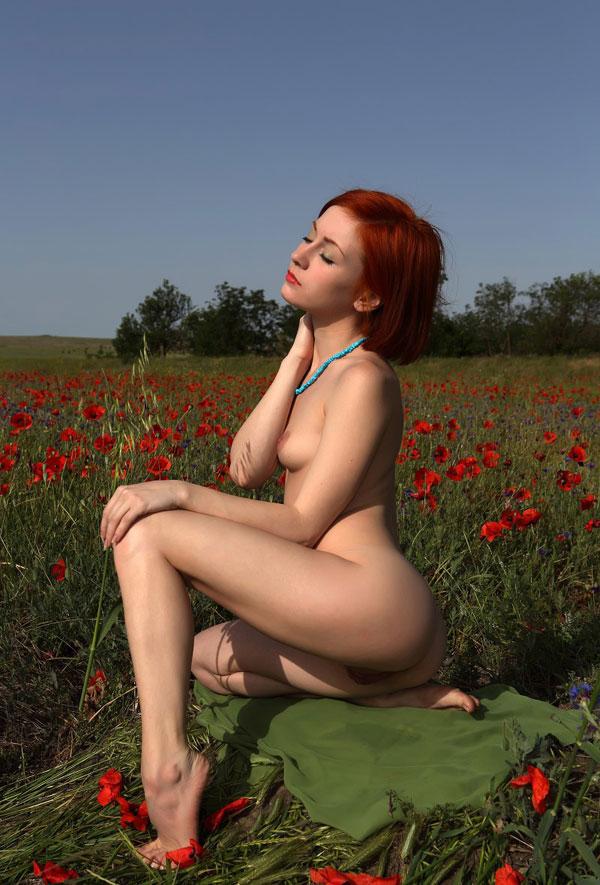 lady naked shows her viginai