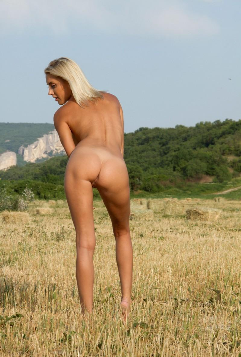 naked girls with tan