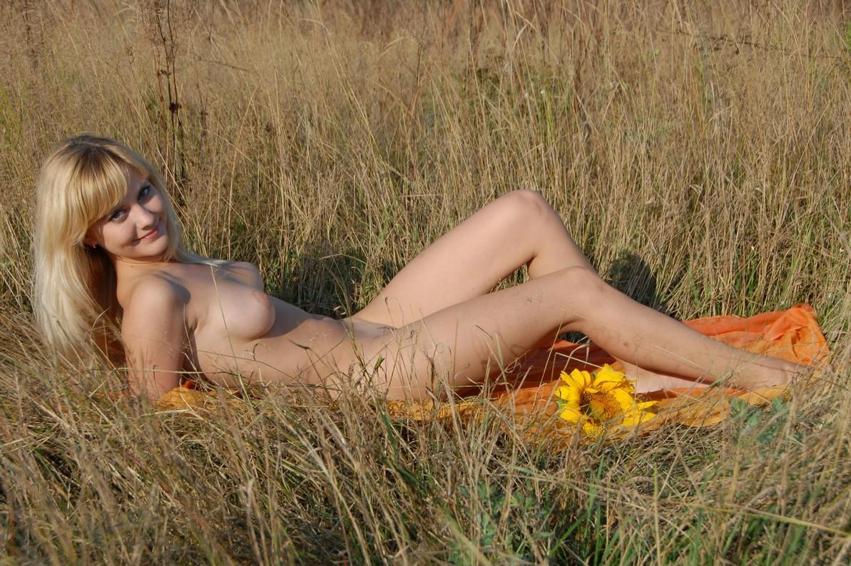 Smiling Blond Girl With Sunflowers In The Field  Russian -2307