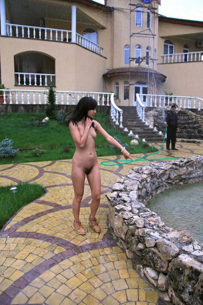 dark skinned girl with hairy pussy posing under running