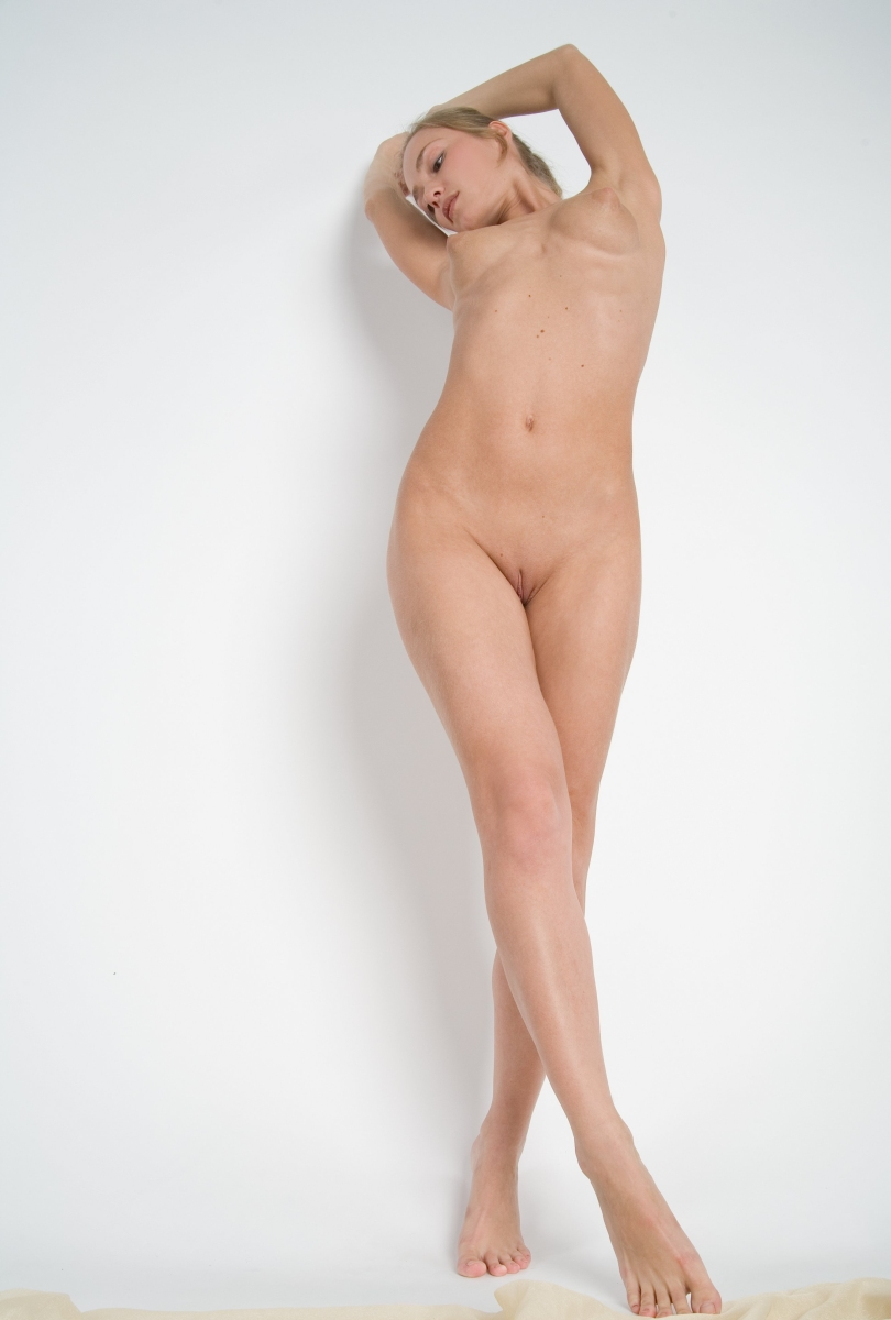 Hot Blonde With Very Sweet Nipples At White Studio -6073