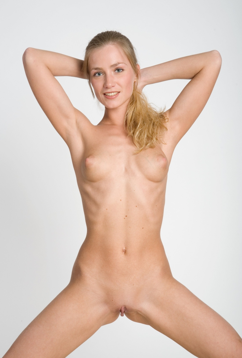 Hot Blonde With Very Sweet Nipples At White Studio  Russian Sexy Girls-3008