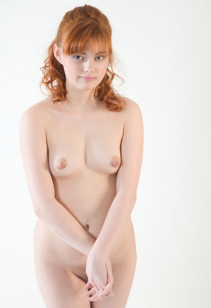 Busty brunette with natural body posing naked in front of strangers