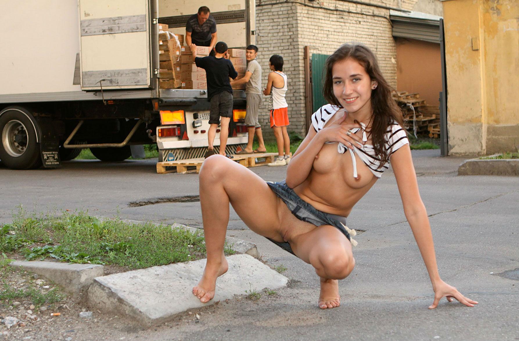 travestis-nude-in-public