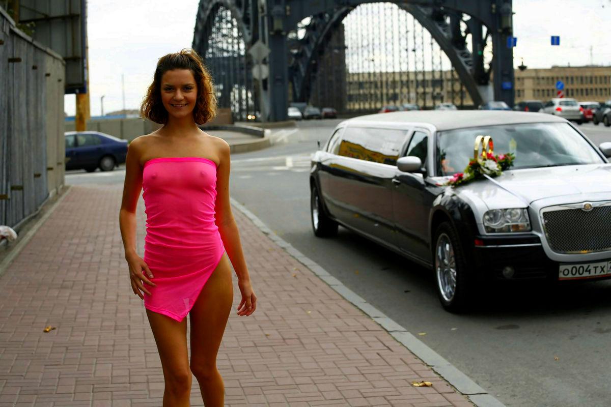 Тёлки в прозрачных платьях на улицах пермь 10 фотография