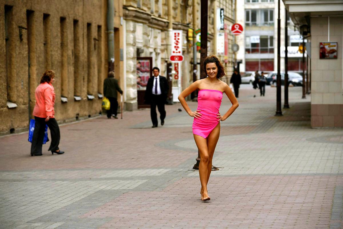 Эксгибионисты на улице онлайн 1 фотография