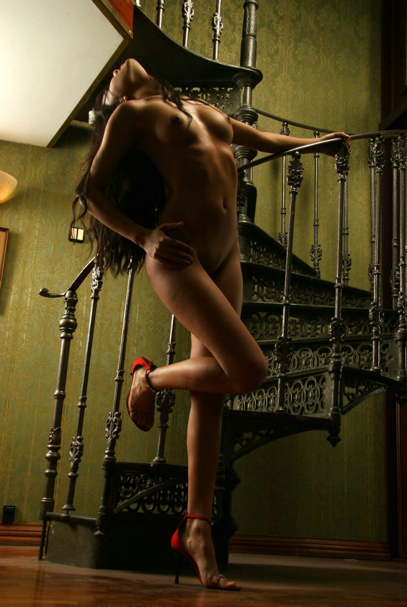 Teen Brunette With Tanned Skin On Spiral Staircase -5073