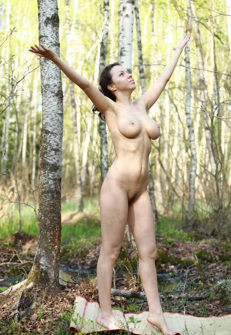 Русский волосатый секс в лесу 17 фотография