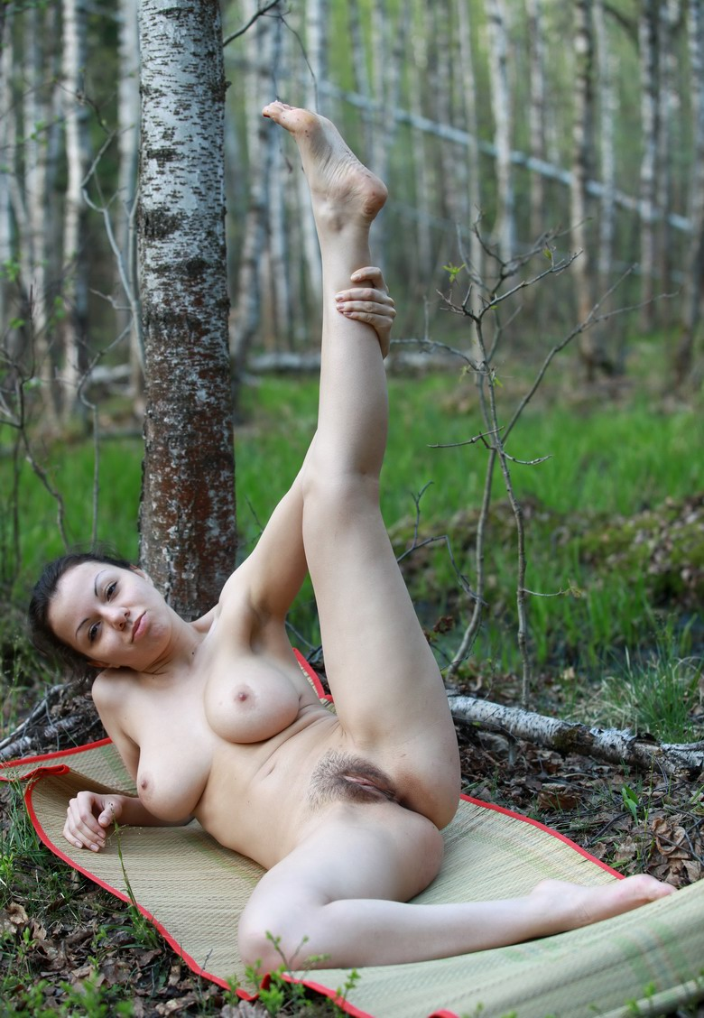 Brunette With Big Boobs Shows Pussy In The Woods  Russian -6317