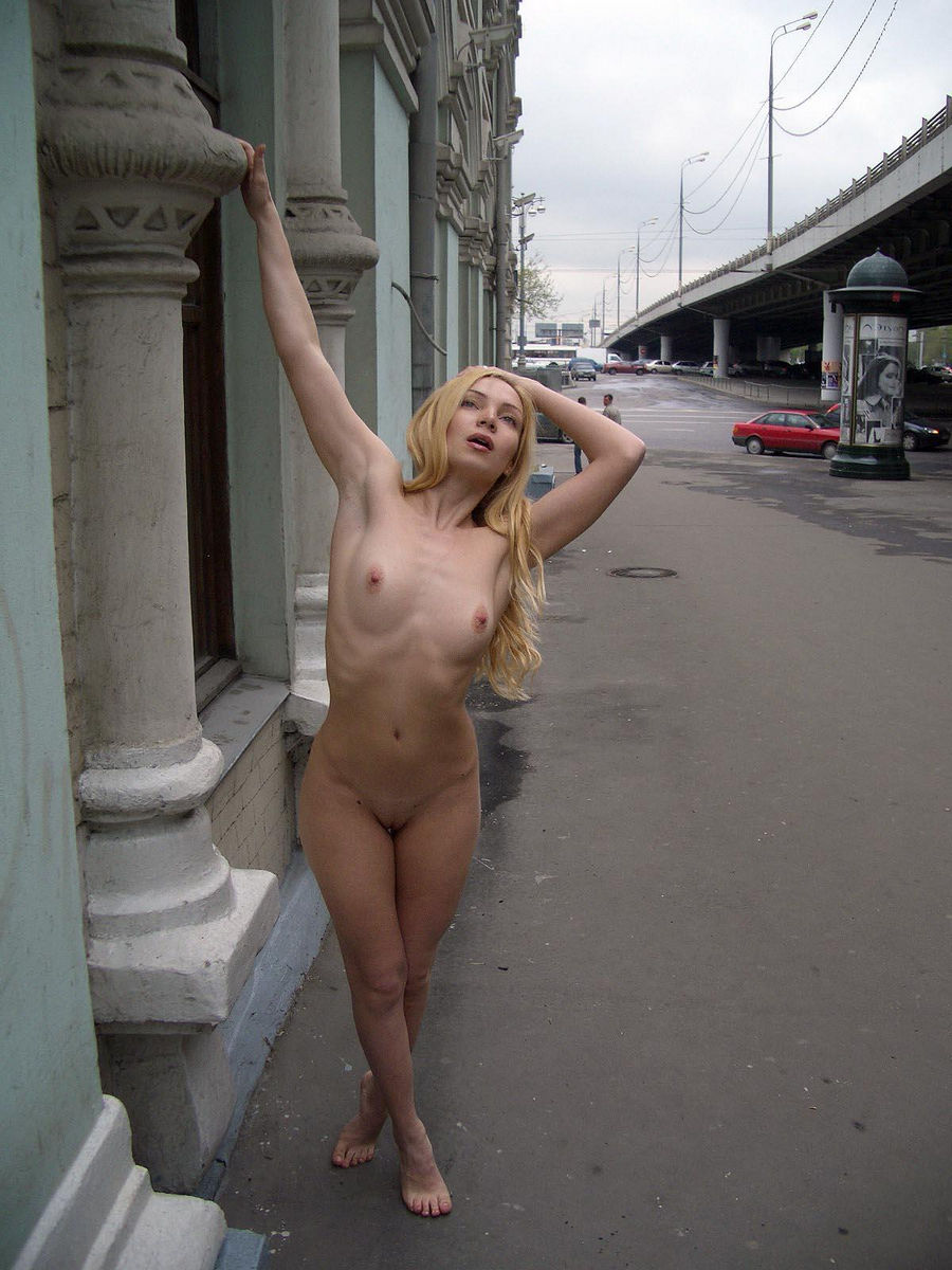 women-walking-around-the-house-naked-women-touch-penis-in-romance-with-naked