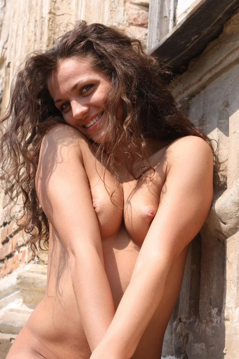 Curly gets nude girl Brunette