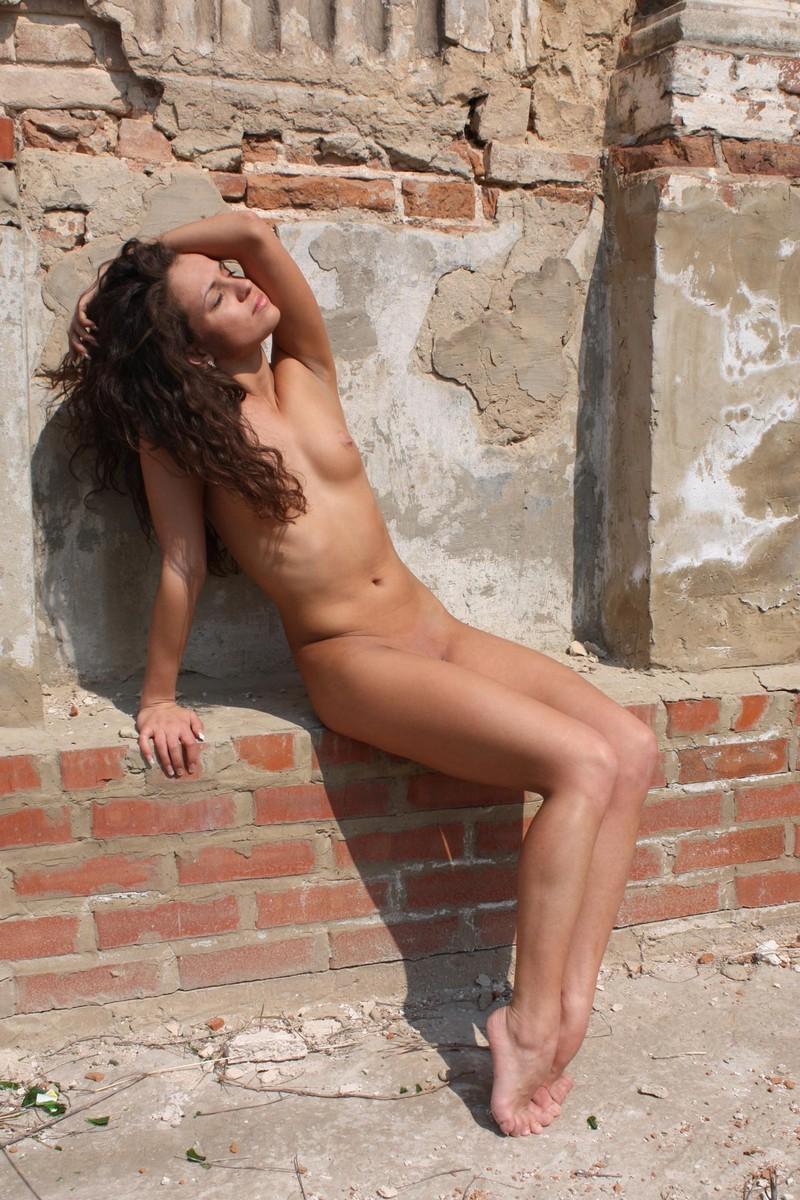 naked pics of girls near me